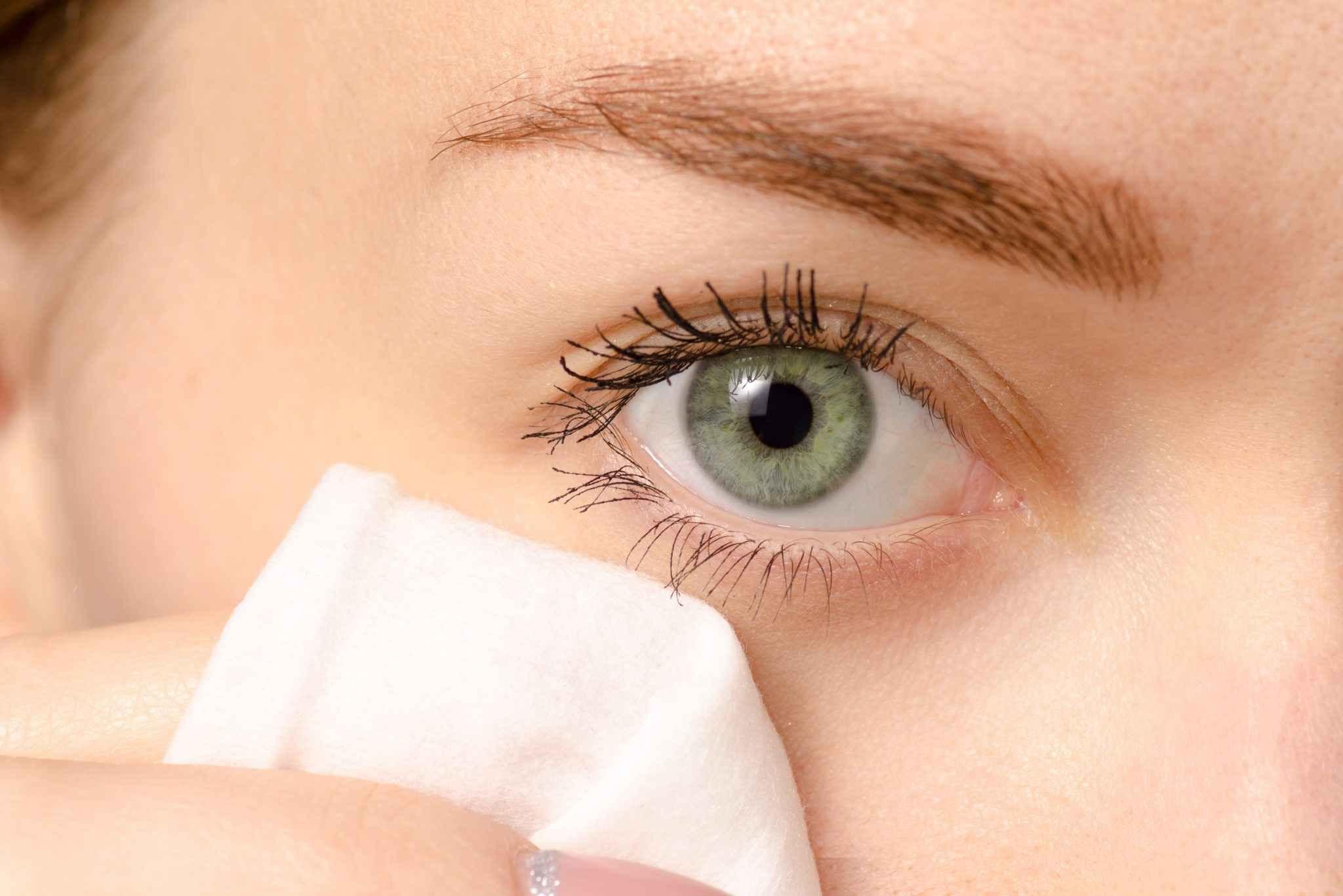عدم استفاده از کرم ضدآفتاب برای دور چشم