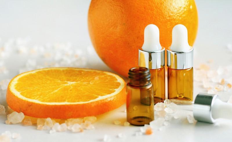 آیا استفاده از سرم ویتامین سی برای پوست خشک مفید است ؟
