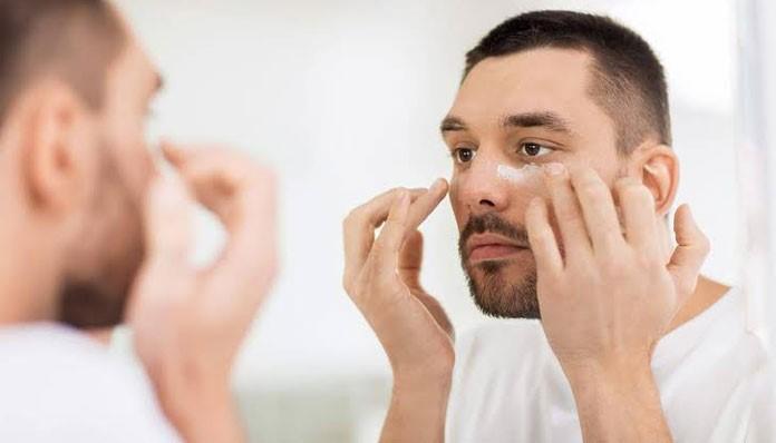آیا مردان نیاز به استفاده از کرم چشم دارند؟