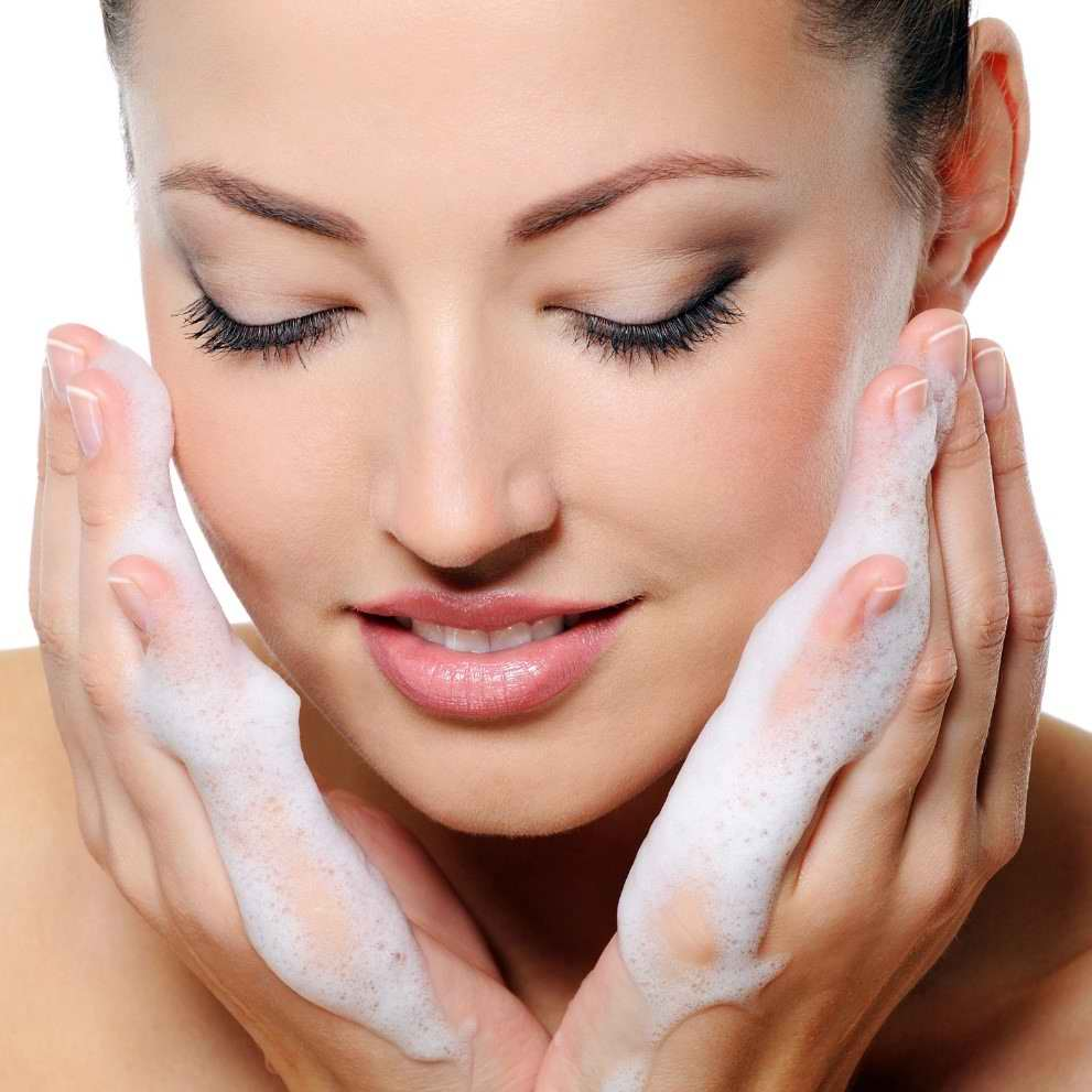 دلیل استفاده از بهترین فوم شستشوی صورت چیست؟