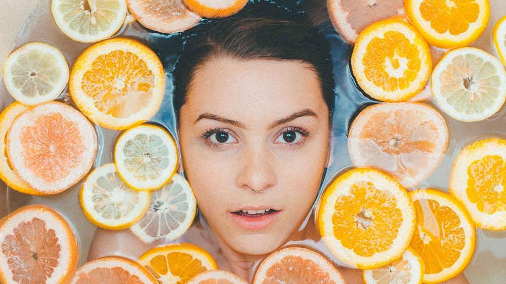 سرم پوست ویتامین C چیست و چه چیزی در آن وجود دارد؟