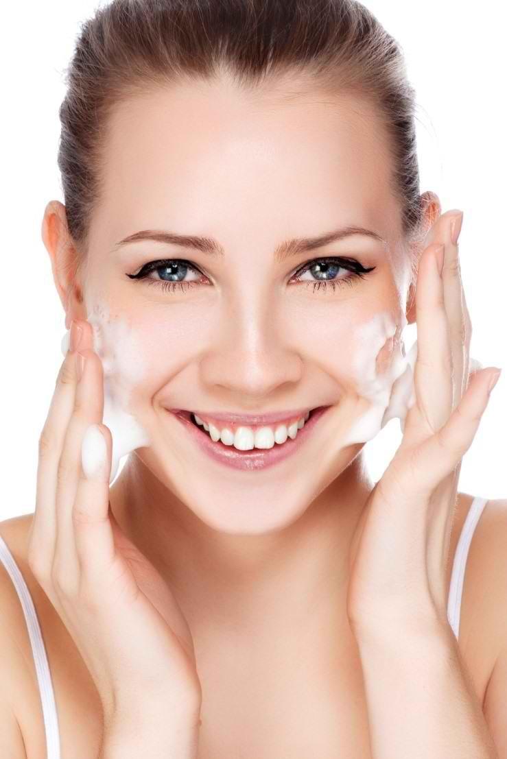 کدام پوست باید از فوم جهت درمان جوش صورت و آکنه استفاده کند؟